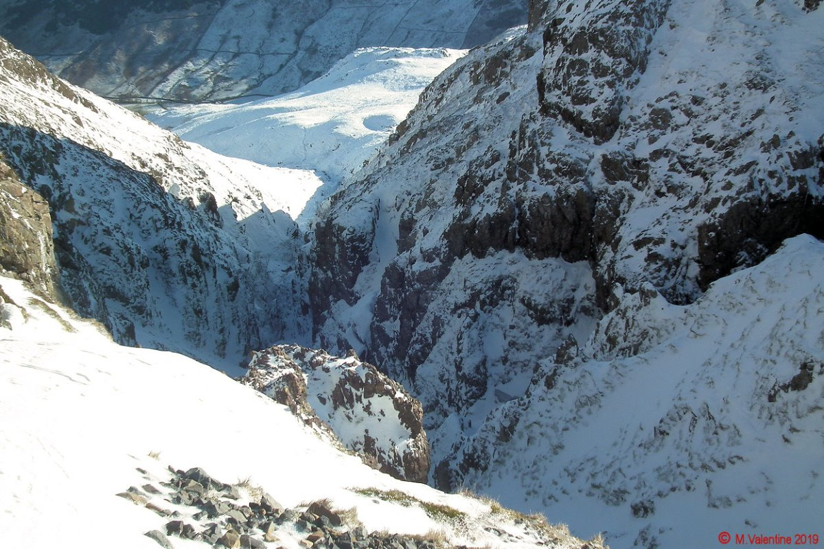 10 Looking down into Dungeon Ghyll chasm.jpg